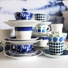 50 shades of blue! Mon Amie , Prunus, Koka Blå and Pop. Interior Design Living Room, Interior Decorating, Blue And White Dinnerware, Shades Of Blue, 50 Shades, Tea Culture, Fun Cup, Prunus, Vintage Pottery