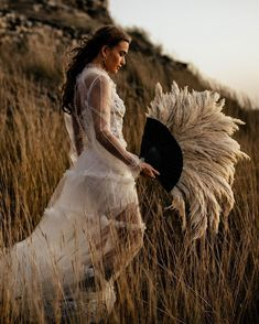 Boho Chic Wedding Dress, Amazing Wedding Dress, Wedding Props, Wedding Photoshoot, Spring Wedding, Dream Wedding, Wedding Channel, Multicultural Wedding, Whimsical Wedding