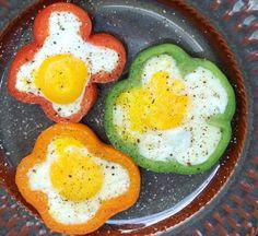 Un aro de cebolla para cocinar un huevo a la plancha redondo