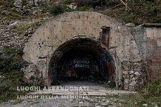 LUOGHI ABBANDONATI Luoghi della Memoria COMPLESSO BUNKERS M MORO MUTE PRESENZE... A RICORDO... NEL GIORNO DELLA MEMORIA  Mute presenze sparse per la Liguria rimangono ancora oggi a testimonianza della Seconda Guerra Mondiale: bunkers, casematte, casermette etc... Oggi, giorno della memoria nel 70esimo anno, sono fortunatamente solo meta di passeggiate, ...  http://enricopelos.it