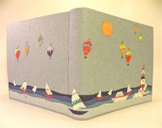 Album porta foto con decorazione a decoupage.  http://www.papermoonmo.it/it/album/163-album-fotografici-rivestiti-in-carta-e-decoro-decoupage.html