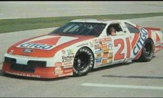 Dale Jarrett Nascar Crash, Nascar Race Cars, Dale Jarrett, Classic Race Cars, Vintage Race Car, Ford Thunderbird, Drag Cars, Fast Cars, Cool Cars