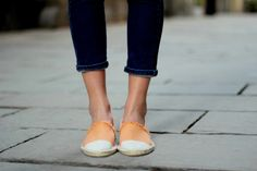 Consultora de Moda e Estilo é para você que busca mudar sua vida, realçando sua aparência e se reencontrando através da nossa CONSULTORIA ONLINE QUE. Trend Fashion, Fashion Moda, Stay Classy, Boho, Espadrilles, Summertime, Slip On, Flats, Sneakers