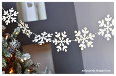 Snowflake garlands for Winter Parties! Holiday Fun, Christmas Time, Christmas Crafts, Christmas Decorations, Christmas Ornaments, Frozen Birthday Party, Frozen Party, Snowflake Garland, Snowflakes