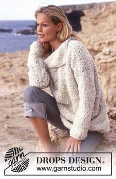 DROPS Sweater with 1 thread Big Bouclé og 2 threads Alpaca Bouclé with large collar.