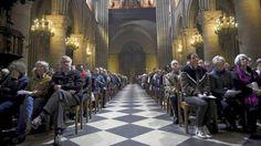 ____________UNCIÓN   CATÓLICA  : Parisinos se vuelcan a las iglesias católicas tras...