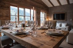 Kitz Boutique Chalet - Exklusives Ferien Chalet bei Kitzbühel Boutique, Table Settings, Dining Table, Davos, Rustic, Furniture, Home Decor, Dinner Table, Homes