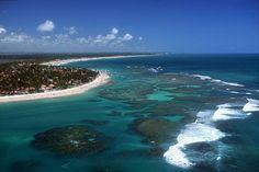 Balneário do litoral pernambucano, Porto de Galinhas é um dos destinos mais procurados do Nordeste, com belas praias de areia branca protegidas por barreiras de coral.