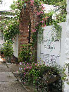 Garden Gate Tea Room.  142 East 4th Avenue.  Mount Dora, FLORIDA.