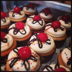 Georgetown Cupcake Banana Split cupcakes!
