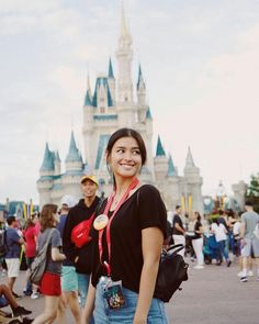 Growing old is mandatory, growing up is optional. ✨ I will never get tired of Disneyland/World thats for sure! Liza Soberano Wallpaper, Liza Soberano Instagram, Lisa Soberano, Disneyland World, Happy Birthday Beautiful, Cute Girl Photo, Girl Photography Poses, Actor Model, Bellisima