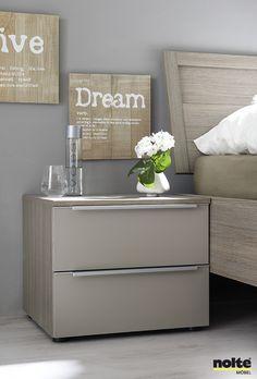 bovenbouwkamer slaapkamer met kast boven bed bedkast