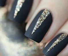 Black nails with gold lines