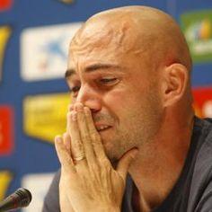 De la Peña se inició en las filas del Barcelona y luego militó en las filas del Lazio y Olympique de Marsella. En la temporada 2002-03 fichó por el Espanyol, al que ha pertenecido desde entonces. Spain Football, Barcelona, Game Terrain, Marseille, Fo Porter, Barcelona Spain