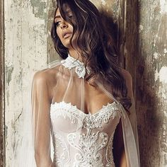 Dramatic and romantic flare with @worldofnektaria's luxury bridal cape veils…