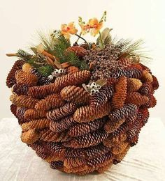 Collect fallen cones: 15 brilliant ideas for your Herbstdeko bowl form pinecones for xmas deco - (re)Pinned by Idea Concept Design. Kogler til jul, muslingskaller… Érdemes neked is begyűjteni annyit, amennyit csak tudsz! Christmas Pine Cones, Christmas Wreaths, Christmas Crafts, Christmas Decorations, Xmas, Holiday Decor, Homemade Christmas, Christmas Christmas, Nature Crafts