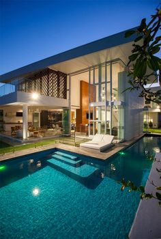 20 piscinas luxuosas para você se inspirar