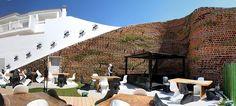 Terraza restaurante con jardín vertical Ibiza(España)