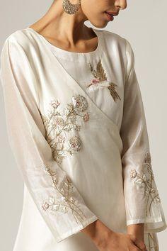 Simple Kurta Designs, Kurta Designs Women, Stylish Dress Designs, Blouse Designs, Indian Fashion Dresses, Indian Designer Outfits, Indian Outfits, Simple Pakistani Dresses, Pakistani Dress Design