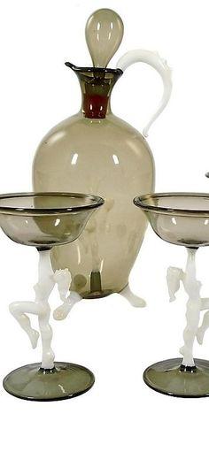 6 Gläser mit opakweißen Frauenfiguren als Stiel mit schalenförmiger Kuppa und verschmolzenen Lippenrand. Set befindet sich im heilen Zustand. Bimini Werkstätten in Wien um 1925. Höhe: ca. 22,3 cm / 10,0 cm. Vienna, Austria
