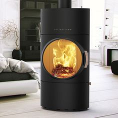 Energiezuinig verwarmen met een pelletkachel - Clou Xtra van Austroflamm via Fero Stoves Cookers, Pellet Stove, Into The Fire, Stove Fireplace, Rocket Stoves, Log Burner, Round House, Bel Air, Loft