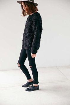 blunt wavvy bob, textured knit, ripped jeans and oxfords. Love this outfit.