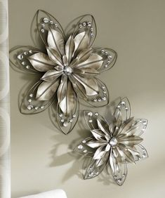 Reminds me of your wedding necklace. Metal Flower Wall Art, Flower Mirror, Metal Flowers, Metal Wall Decor, Metal Wall Art, Daisy Flowers, Paper Flowers, Aluminum Crafts, Metal Crafts