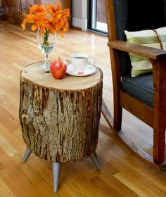 Upcycled Wood Log Side #Table - 7 Inspiring DIY Wood Log Projects | DIY Recycled