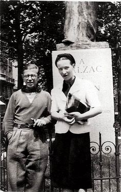 In a young Raymond Aron laid forth the ideas of Germany's phenomenologists to twenty-seven-year old Jean-Paul Sartre and twenty-five-year old Simone de Beauvoir at a Paris bar, and the seeds of a new philosophy -- existentialism -- had been planted. Jean Paul Sartre, Albert Camus, Sartre Quotes, Sport Logos, Prove Love, Writers And Poets, Book Writer, Auguste Rodin, Famous Couples