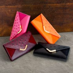 Covert Suki Envelope Leather Case Cover for Apple iPhone 5C Add a touch of instant glamour to any outfit with the Suki phone case. This beautifully crafted enve