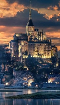 Le Mont Saint-Michel, medieval fortified islet in Normandy France Beautiful Castles, Beautiful Buildings, Beautiful World, Places To Travel, Places To See, Wonderful Places, Beautiful Places, Le Mont St Michel, Fantasy Castle