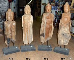 statue de Bouddha en bois de teck brut sur socle