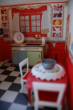 Call of the Small: Vintage Fold-Away Doll House