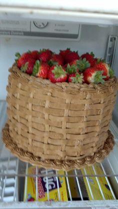 Fruit basket cake