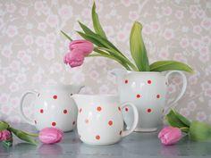 Arabian Ping Pong-sarja on Raija Uosikkisen suunnittelema Vintage Cups, Retro Vintage, Kitchenware, Tableware, Instagram Widget, Red Kitchen, Marimekko, Live Long, Coffee Time