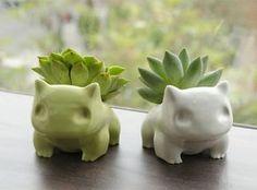 Vasos de Bulbassauros impressos em 3D, plantados com suculentas! Idéia ótima para os geeks. ;)