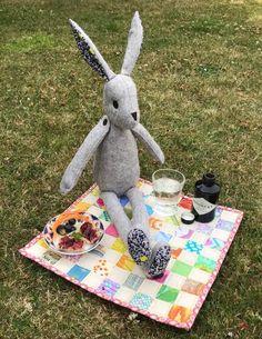Luna makes a postage stamp picnic quilt - UKQU