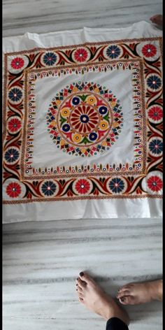 Handmade Embroidery Designs, Hand Embroidery Patterns Flowers, Hand Embroidery Videos, Hand Work Embroidery, Embroidery On Clothes, Embroidery Motifs, Hand Work Design, Kutch Work Designs, Cushion Cover Designs