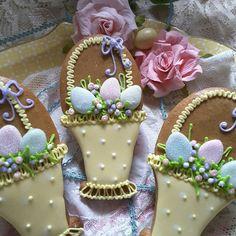 Easter basket with eggs; cookies by Teri Pringle Wood Fancy Cookies, Iced Cookies, Cute Cookies, Easter Cookies, Easter Treats, Sugar Cookies, Easter Egg Basket, Easter Eggs, Cupcakes
