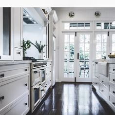 This kitchen makes me happy  (from houzz)