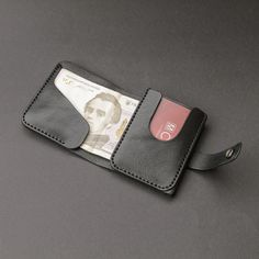 leather wallets Its a practical, simple and durable wallet. Wallet made of high-quality genuine leather vegetable tanning. Wallet perfectly designed to hold the main currency, US doll Best Minimalist Wallet, Minimalist Leather Wallet, Slim Leather Wallet, Handmade Leather Wallet, Slim Wallet, Leather Purses, Minimal Wallet, Leather Wallets, Wallet With Coin Pocket