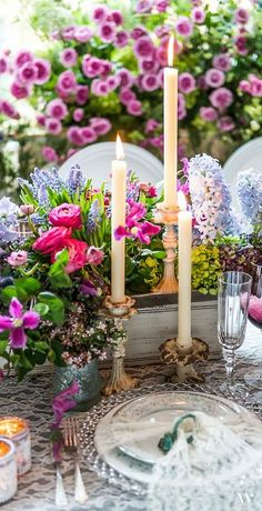 ♥ Layered table with a bevy of blossoms.