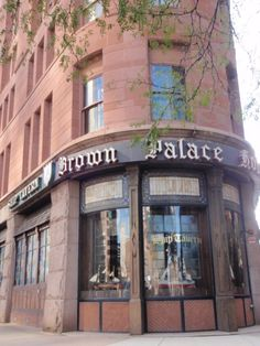 I've heard a lot about the Brown Palace Hotel, and my friend @Erica Olivier just visited it!