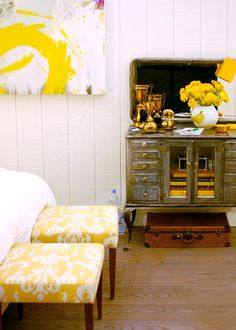 Ottoman yellow and white.  I want these for master!  Good shade yellow