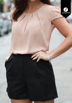 Blusas para mujer Limonni Claudette LI2178 Casuales REF: LI2178 ¿Te gusta? ,Escríbenos a whatsapp +57 3112849928, o al correo comercial@limonni.co.  Visítanos en el sitio web www.limonni.co. Ankara Blouse, Neck Designs For Suits, Black Crop Tops, Plus Size Blouses, Blouse Designs, Blouses For Women, Short Dresses, Casual Outfits, Fashion Dresses
