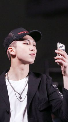 Idk what I'd do if I met someone as cute as him in real life tbh. That'd be interesting :/😂 Jung Hoseok, Kim Namjoon, Kim Taehyung, Youngjae, Yugyeom, Namjin, Mixtape, Foto Bts, Woozi