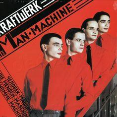 """E porque a Arte e Design também estão na musica, Kraftwerk são um exemplo disso. Banda Alemã, podemos dizer que foram pioneiros a juntar, e posteriormente influenciar, a arte à musica que produziam. Tal como no design pós guerra, """"A geração dos membros fundadores dos Kraftwerk (...)horrores do passado recente"""", """"Foi por isso que abraçaram a promessa de um futuro melhor, (...) obra de arte total desenvolvida por Wagner."""" (...)modernismo no design, na arquitectura e nas artes."""" Citações de:"""