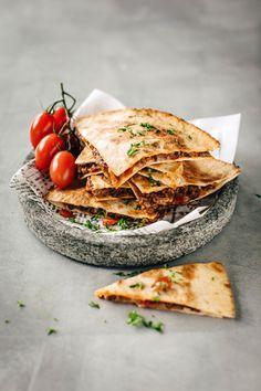 Quesadillat | Meillä kotona Tortilla Chips, Tacos, Goodies, Bread, Dinner, Cooking, Ethnic Recipes, Food Ideas, Salt