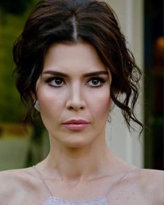 Hatice Sendil, Turkish Beauty, Bella Hadid, Wedding Hairstyles, Make Up, Actresses, Actors, Boho, Celebrities