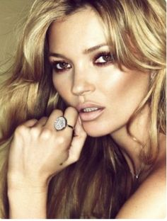 Supermodel Kate Moss has designed a collection of jewellery inspired by her own rarely seen tattoos for the prestigious Parisian jeweler Fred. She also stars in the campaign captured by Sonia Sieff with styling by Marine Braunschvig. Kate Moss, Love Makeup, Makeup Looks, Hair Makeup, Neutral Makeup, Gorgeous Makeup, Dewy Makeup, Pretty Makeup, Gorgeous Hair